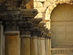 columns in Roman theatre