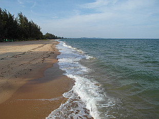 Bang Saphan beaches