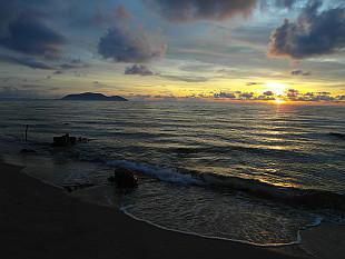 romantic sunrises in Bang Saphan :-)
