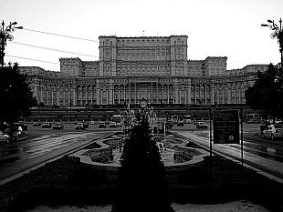 Palatul Parlamentului seen from Bulevardul Unirii