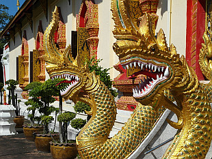temple Wat Chet Yot
