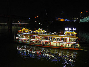 evening boat ride on the Yangtze River