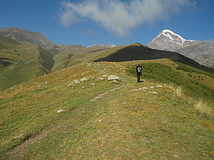 walking to Arsha Pass