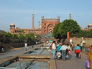 heading to Jama Masjid