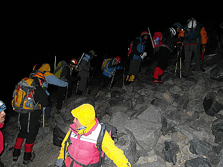 climbing nightmare... mountain path traffic jam at 2:30 AM