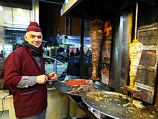 if you will be in Erbil, grab delicious kebab in this eatery opposite Bekhal hotel