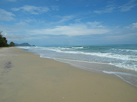 peopleless beaches in Khanom