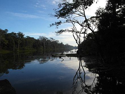 lake scene on the way from Angkor Wat to Angkor Thom