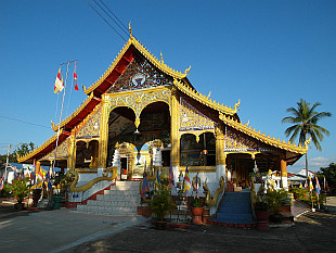 temple Wat Chomkao Manilat above the town