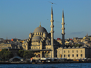 Yemi Camii Mosque in the morning sun