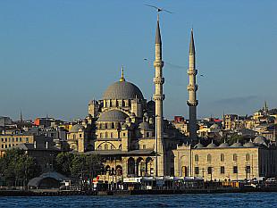 Yemi Camii Mosque in the morning sun