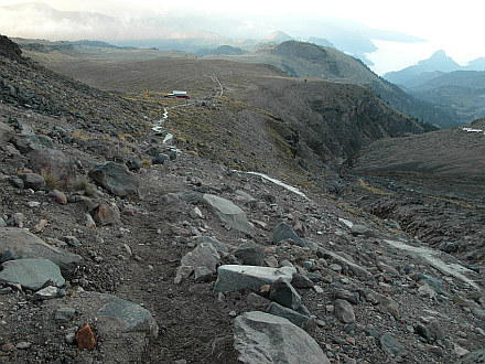 evening walk-up above Base Camp to 4400m
