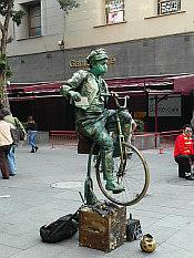 cyclist on Avenida Fransisco Madero