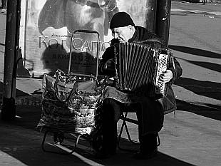 playing near Tretiakovskaya station