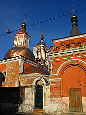 little church in Kitai Gorod (Китай-город)