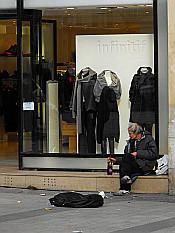 rich & poor on Champs Élysées