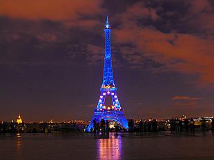 Tour Eiffel dans les couleurs européennes