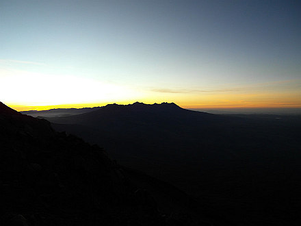 finally sign of sunrise behind Pichu Pichu (5571m)