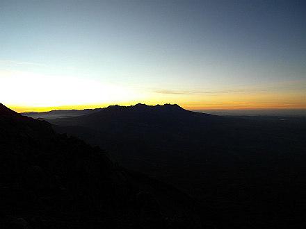 finally sign of sunrise behind Pichu Pichu (5571m)