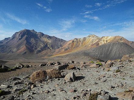 nearby peaks - Nocarani (5784m) and La Horqueta (5484m)