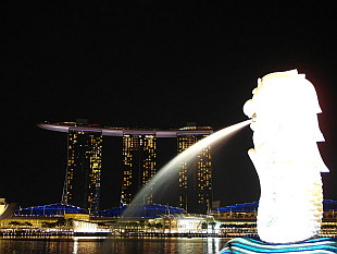 Marina Bay Sands and Singapore Merlion