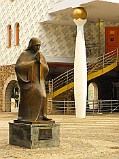 statue of Mother Teresa