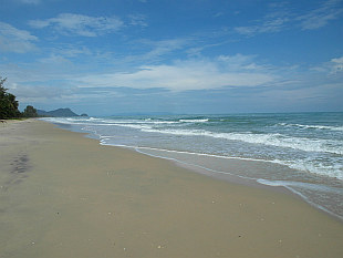peopleless Nai Phlao Beach in Khanom