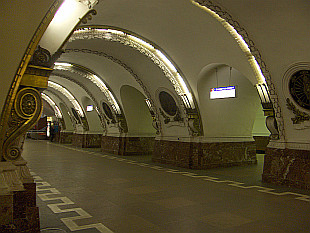 nice subway station - Ploschad Vosstanyia